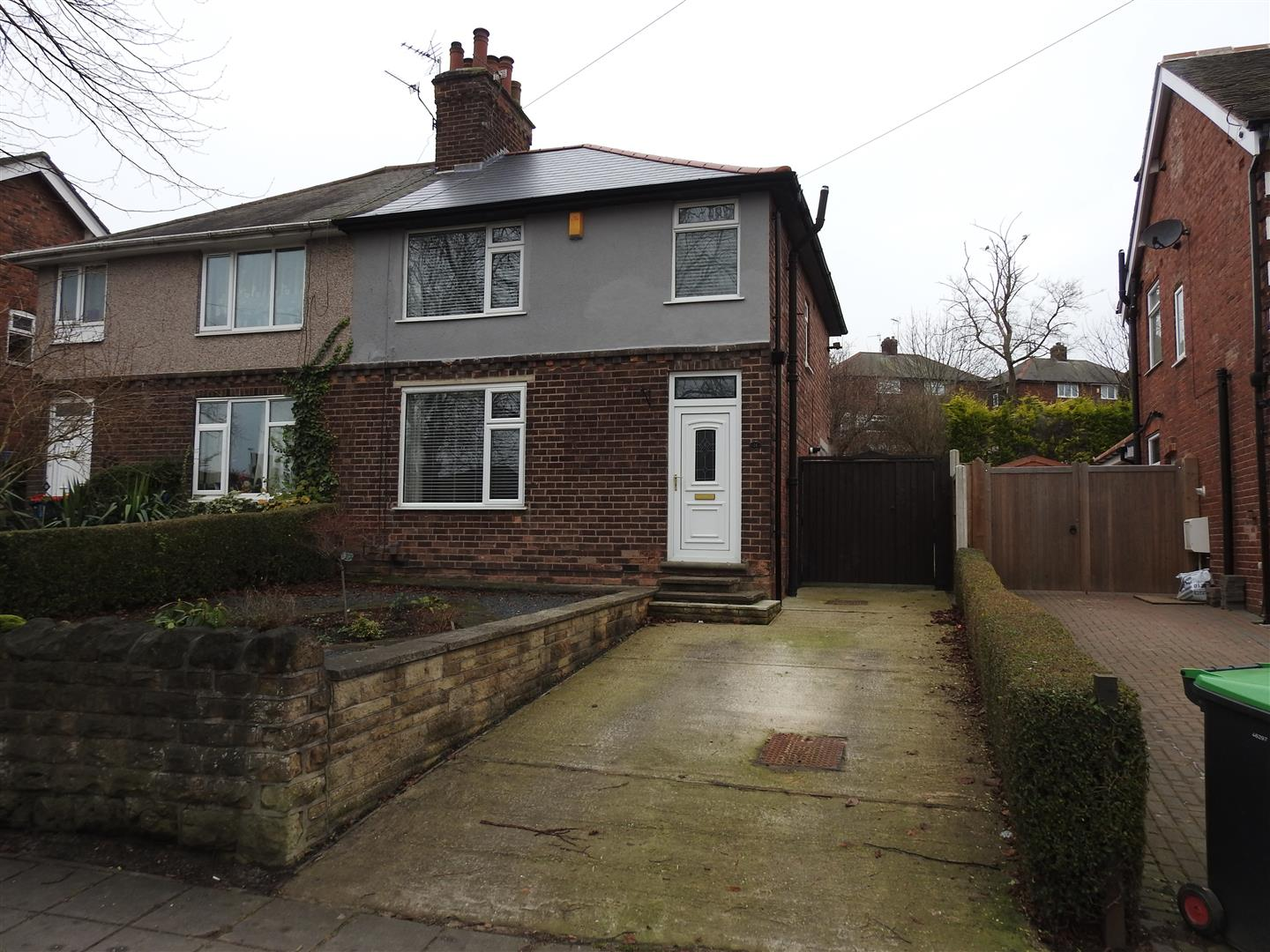 3 Bedrooms Semi Detached House for sale in Central Avenue, Hucknall, Nottingham